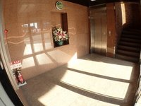 エントランス:エレベーターも新しくなり、きれいなエントランスホールです。