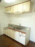 キッチン:独立したキッチンで、スペースもございます。