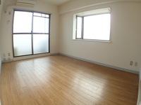 洋室:6.5帖、陽当たり良好。角部屋のため出窓もあります。