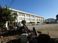 周辺環境:市立第十小学校 徒歩5分
