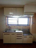 キッチン:窓がある明るいキッチン