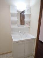洗面室:シャワー付き洗面化粧台(新規交換)